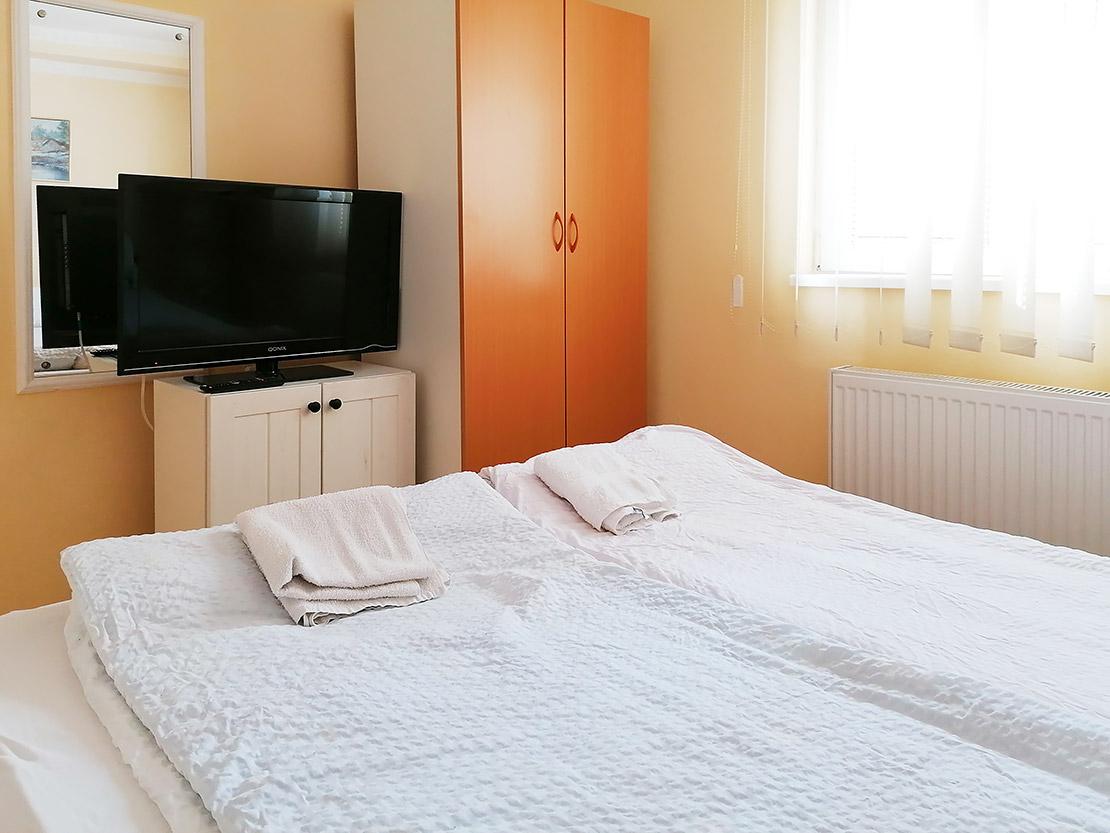 A1 - Spavaća soba 2: TV