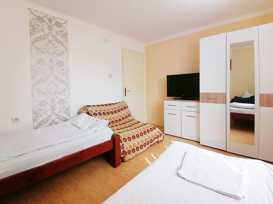 A1 - Spavaća soba 1: TV