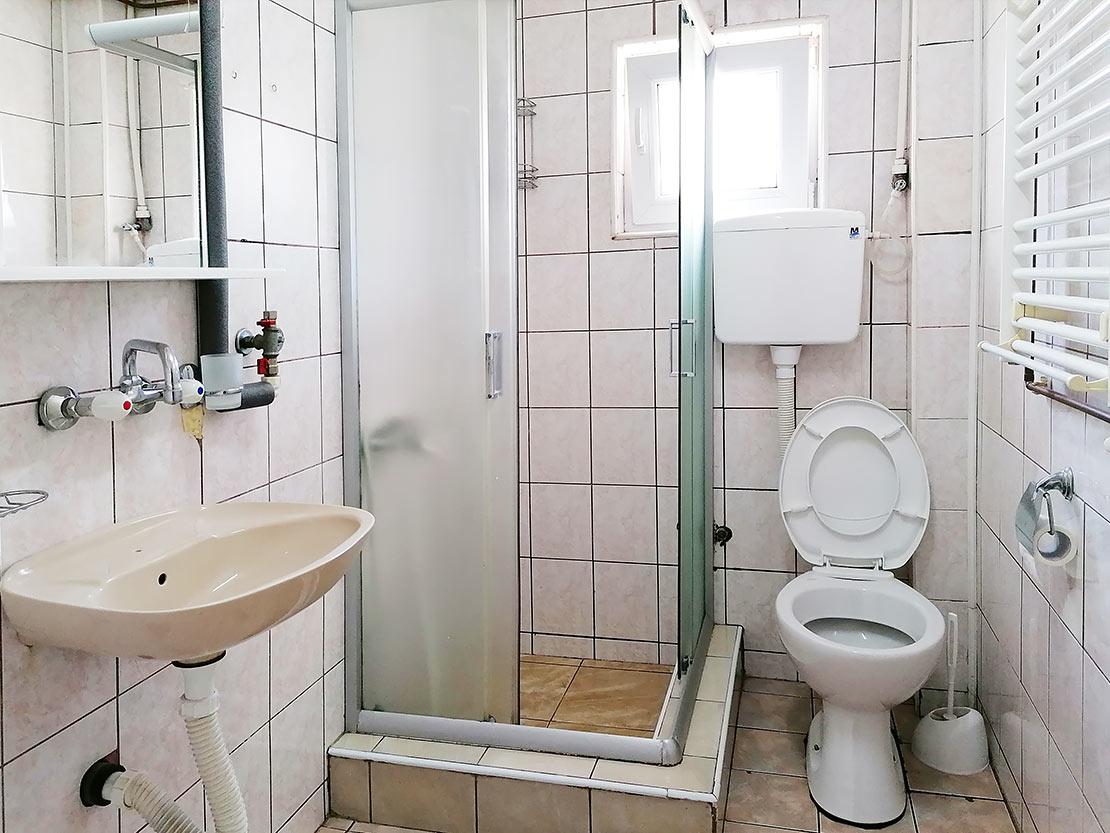 A1 - Toalet sa tuš kabinom