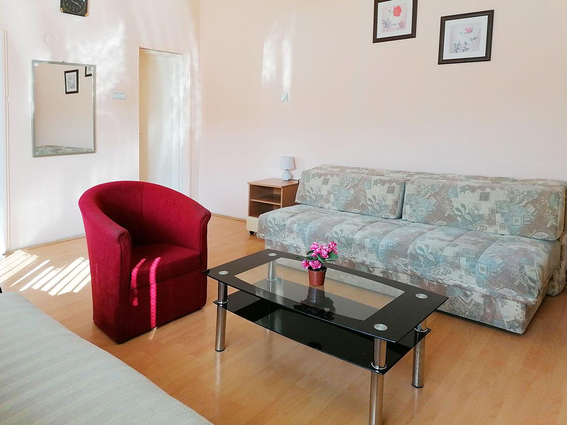 A5 - Dnevna soba: fotelja