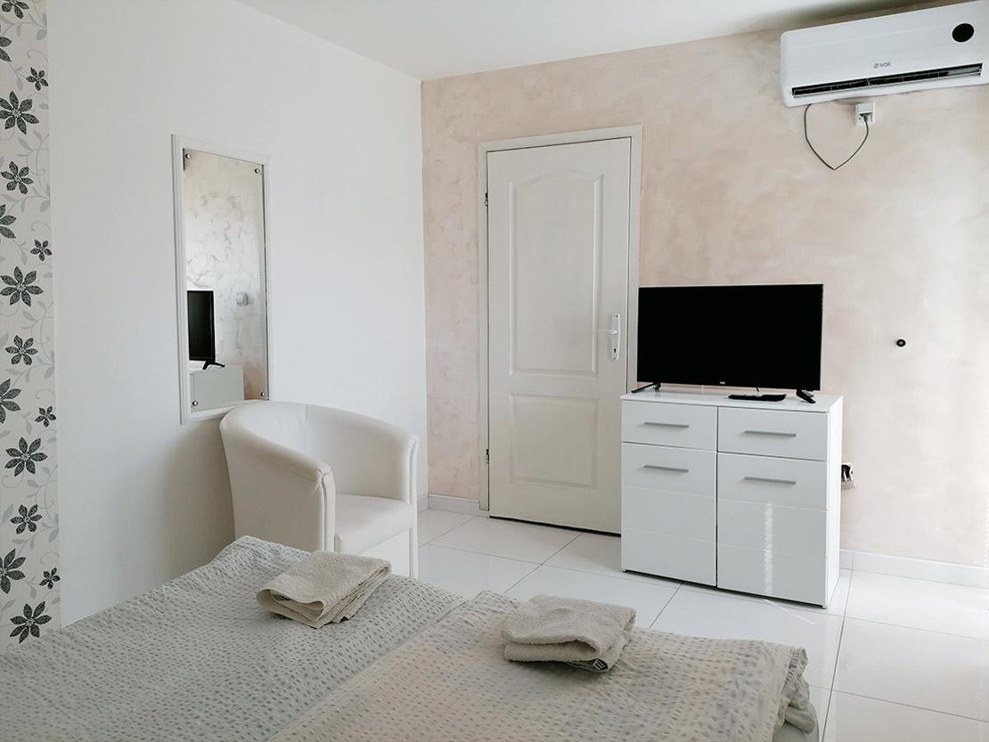 A7 - Fotelja, TV, klima