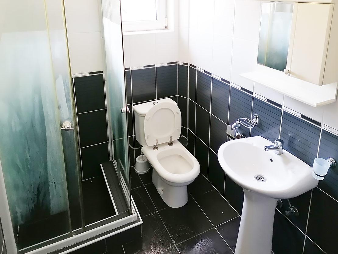 A7 - Toalet sa tuš kabinom