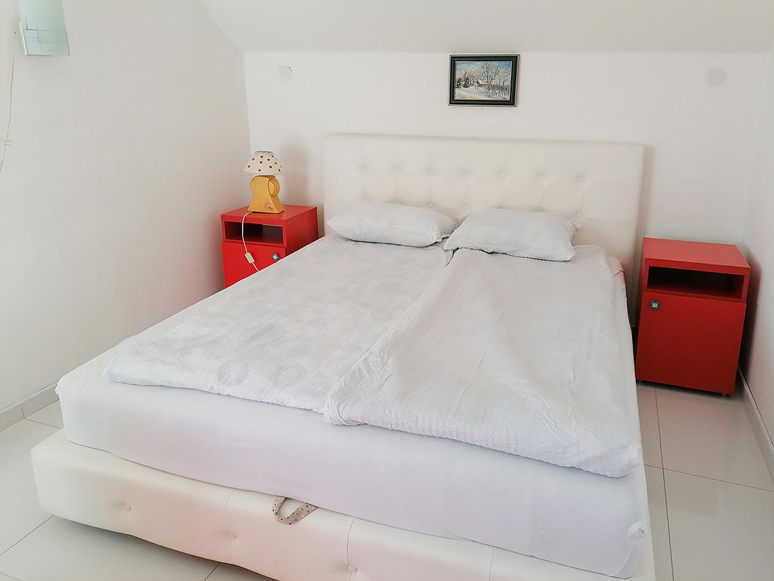 A9 - Spavaća soba - francuski ležaj
