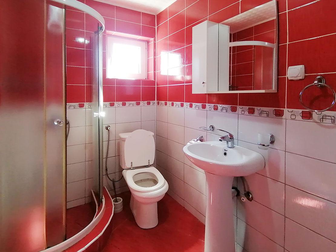 A9 - Toalet sa tuš kabinom