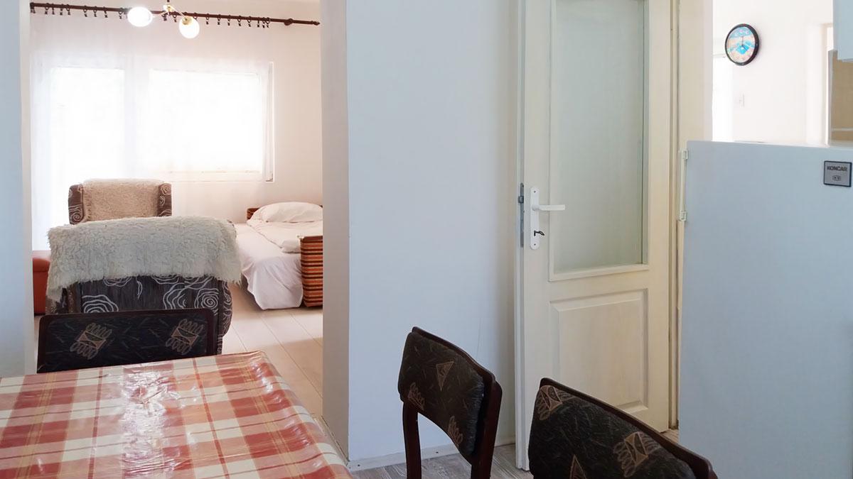 Apartman Aronija - Kuhinja:  sto